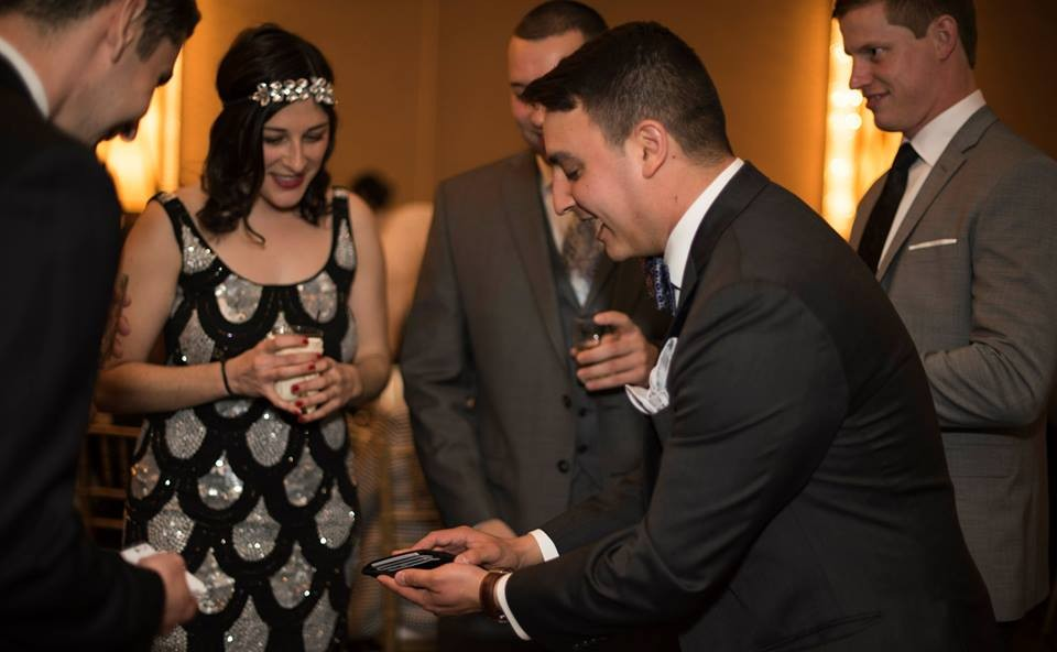 Chicago MAgician David Ranalli performing cocktail party entertainment